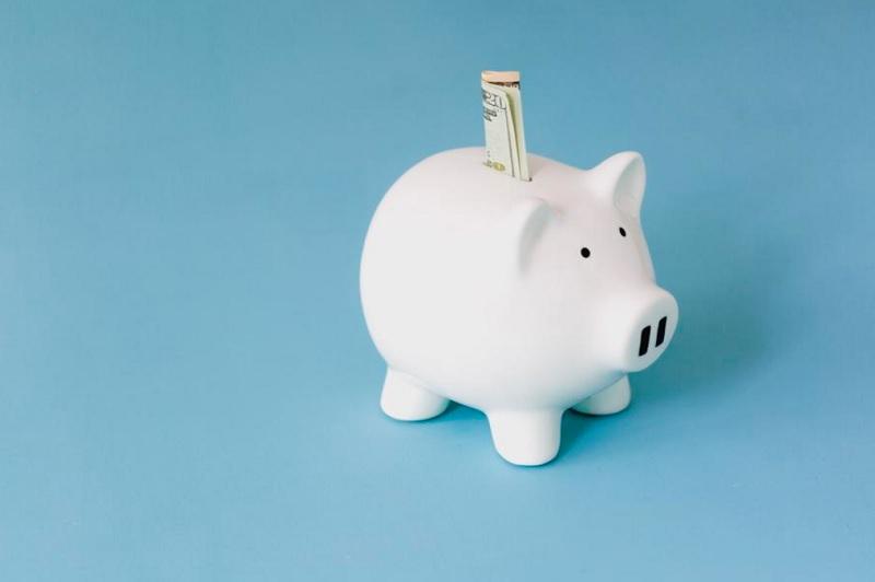 お金を貯めやすい独身時代、ソーシャルレンディングよりも、貯金を。